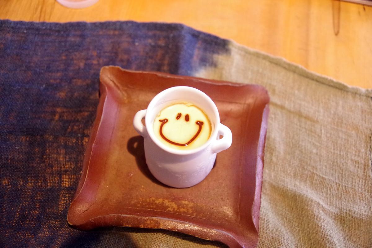 1日80個限定で売り切れも多い有鄰庵カフェ名物の「しあわせプリン」