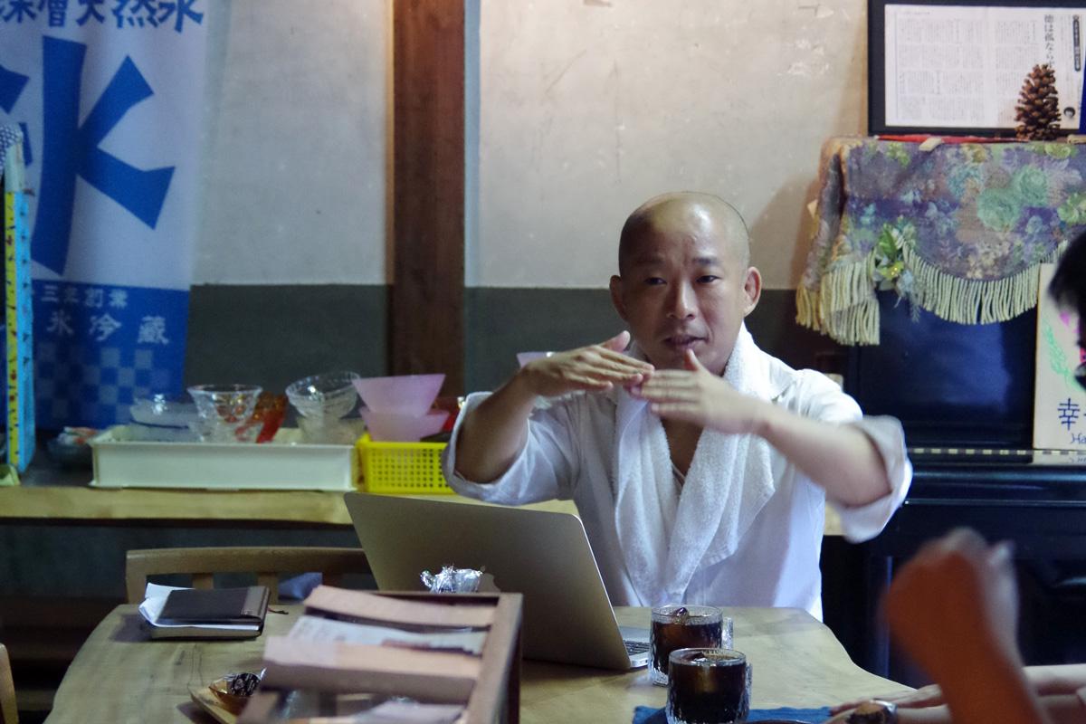 ゲストハウスへの想いを熱く語る中村さん