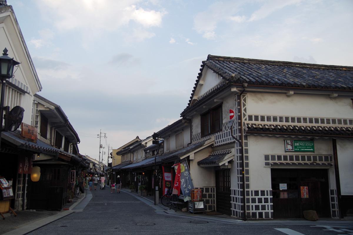 倉敷美観地区の整えられた古い街並み