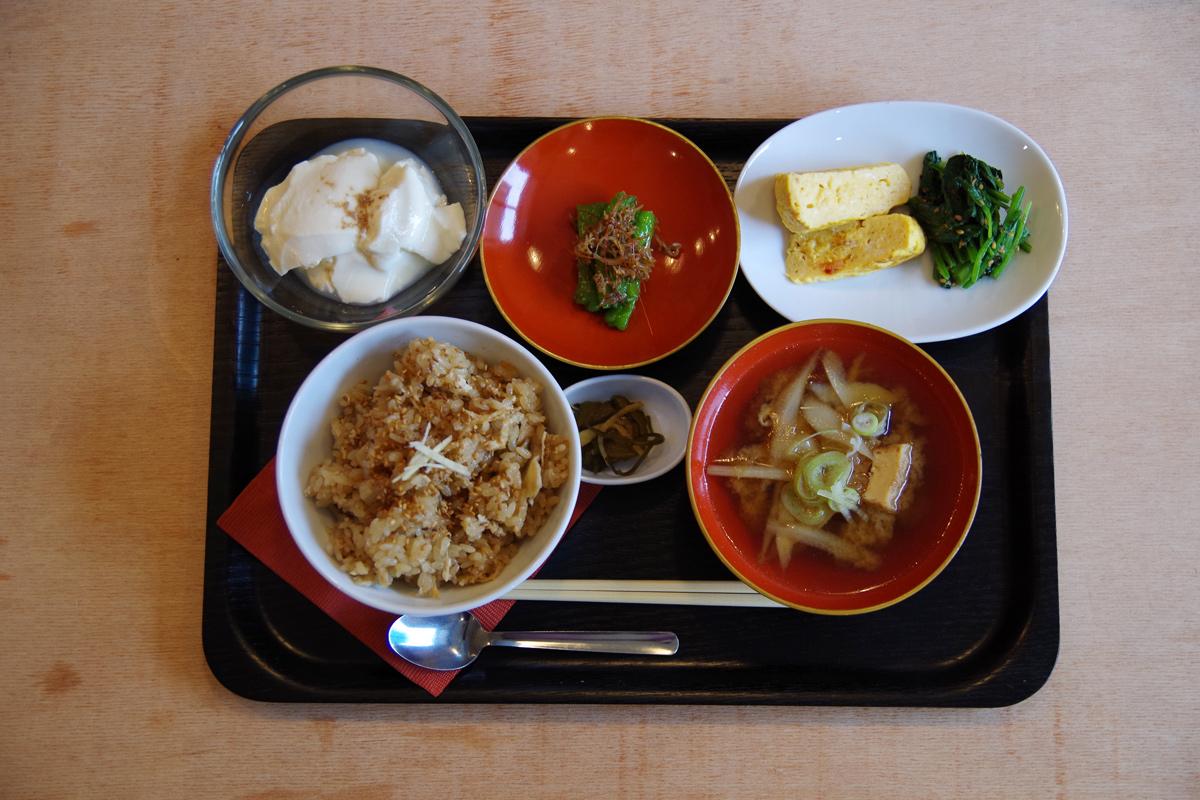 前日までの予約制で食べられる山ノ家の朝食。やさしく丁寧につくられた日本の味。