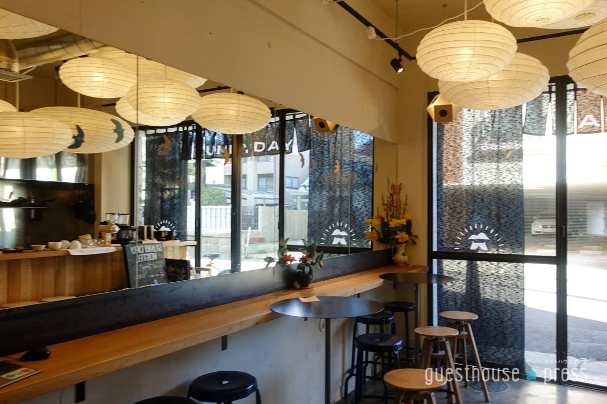 カフェ・バー併設のゲストハウスも多い
