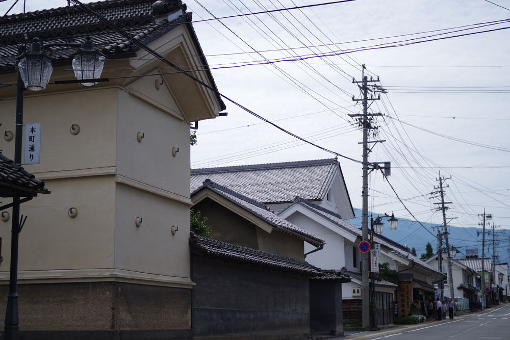 蔵を中心に古い町並みが残る須坂・本町通り