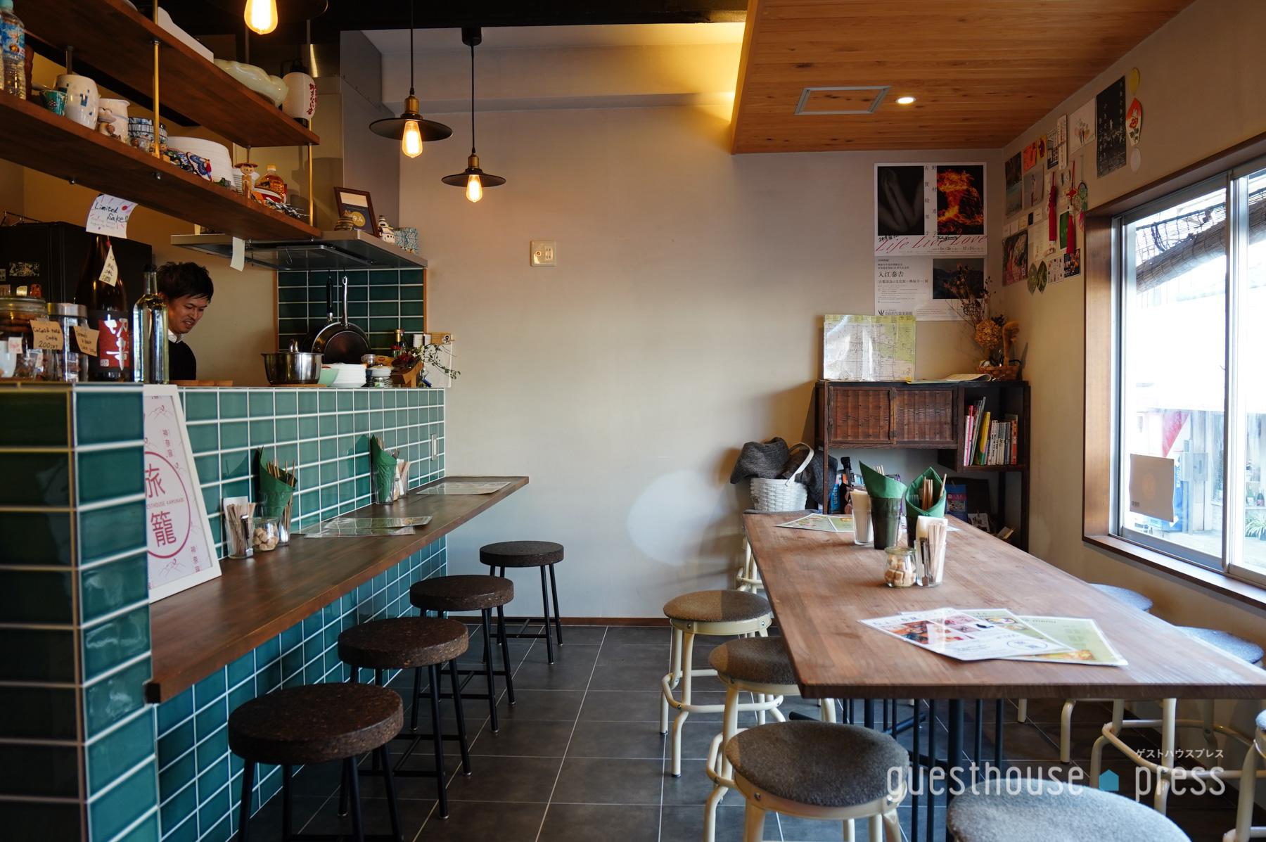 居心地よいカフェ&バースペース 宿泊者以外も利用できます